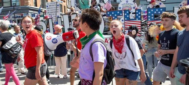 Manifestación contra el desfile del