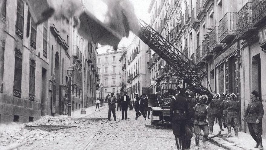 El libro que rescata la historia de los bomberos de Madrid en la Guerra Civil: de apagar fuegos de hollín a los estragos de los obuses y desenterrar cadáveres