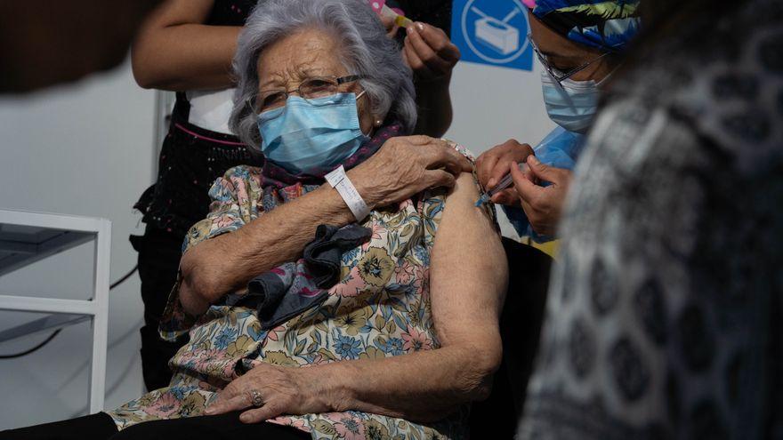 La fórmula de Chile para convertirse en el líder de la vacunación en América Latina