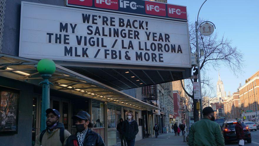El cine vuelve a Nueva York: la ciudad más cauta reabre sus salas (con límites) después de un año