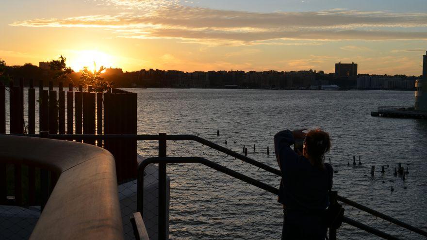 Little Island, el nuevo oasis flotante de Nueva York tras años de obras, disputas entre magnates y donaciones millonarias