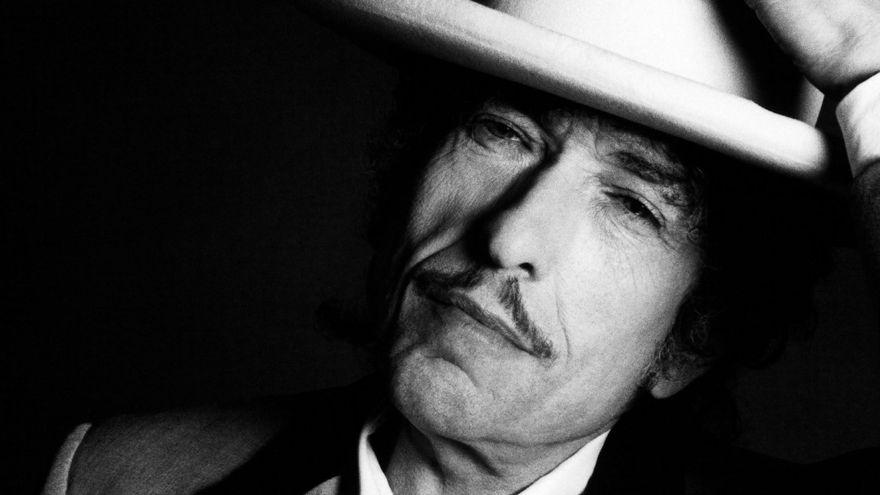 Bob Dylan no existe pero contiene multitudes