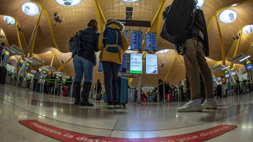 Bruselas pide levantar las restricciones de los viajes para personas vacunadas de la UE y de países como EEUU para