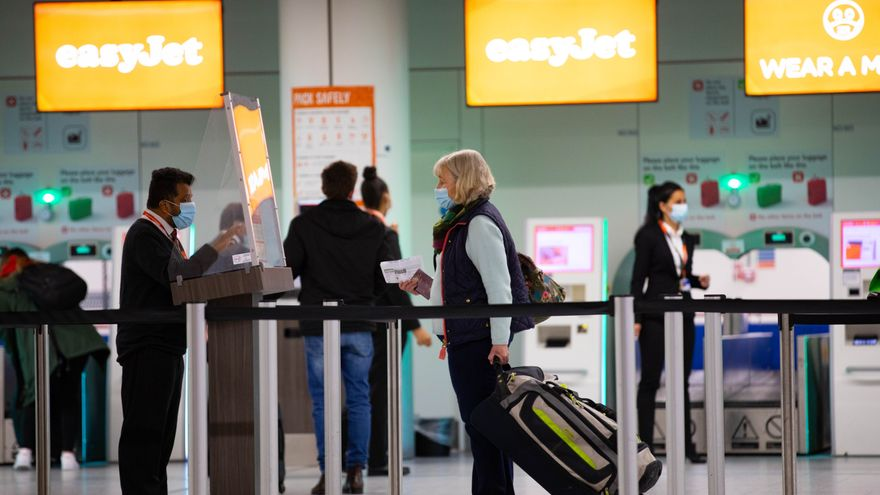 Reino Unido mantiene a Baleares y Canarias en la lista de destinos de riesgo por COVID-19 como el resto de España