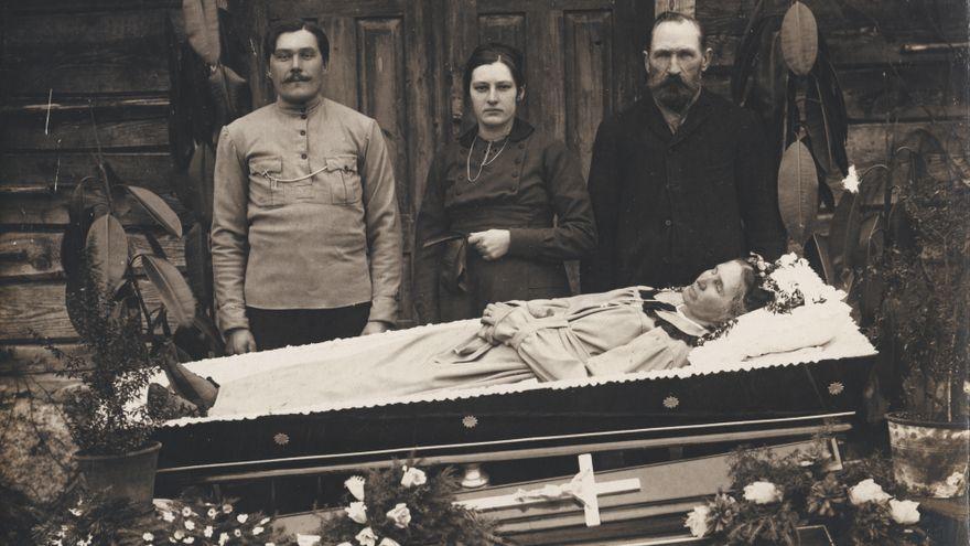 El libro de la muerte en imágenes: 'Post Mortem. Collectio Carlos Areces'
