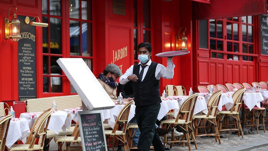 Francia exigirá el certificado COVID para entrar en locales cerrados y sancionará a los sanitarios que no se vacunen