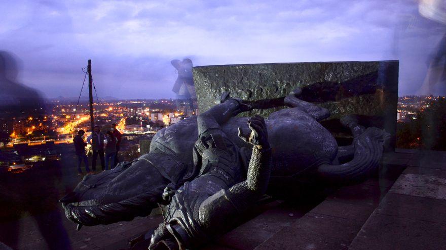 Una ola de vandalización de estatuas en Colombia fuerza el debate sobre un relato histórico diferente