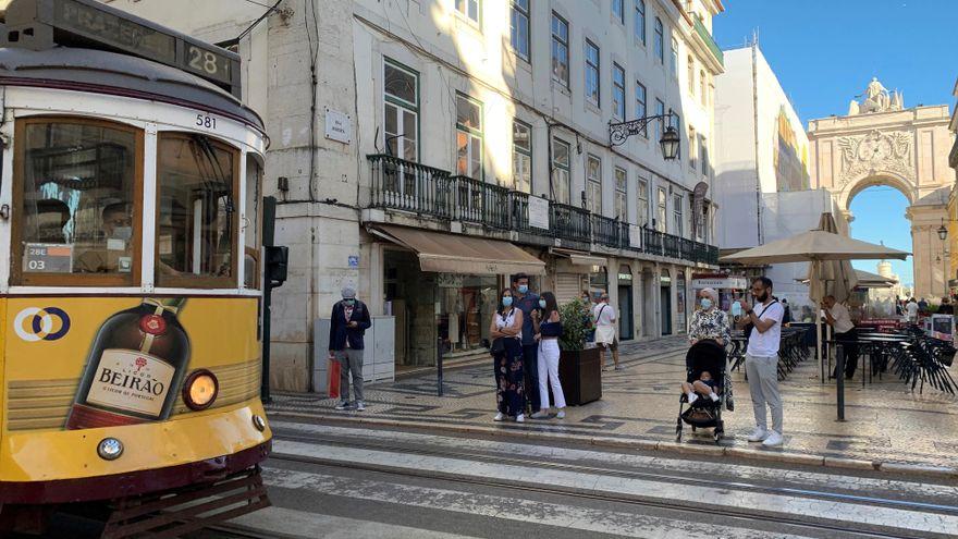 Qué ha pasado en Portugal para que se disparen los contagios y el Gobierno tenga que dar marcha atrás