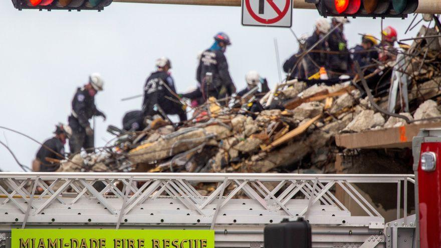 Detienen las labores de búsqueda en el edificio derrumbado de Miami que suma 18 fallecidos