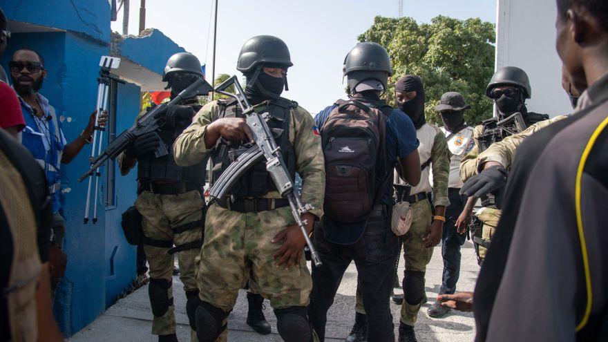 La Policía de Haití dice que 26 ciudadanos colombianos y dos estadounidenses están implicados en el asesinato del presidente