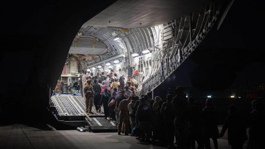 Dos congresistas estadounidenses vuelan en secreto y sin permiso a Afganistán