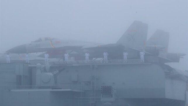 El primer portaaviones de fabricación china cruza el estrecho de Taiwán