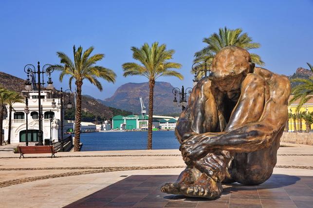 La historia de 'Héroes del COVID-19', la escultura inaugurada por Ayuso y tallada tres años antes de la pandemia