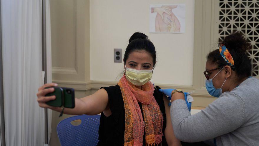 EEUU acelera la vacunación: miles de farmacias, webs de voluntarios para reservar citas y 600 millones de dosis
