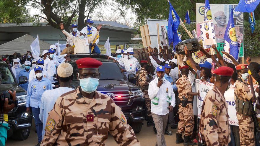 El presidente de Chad muere mientras visitaba las tropas en el frente de batalla