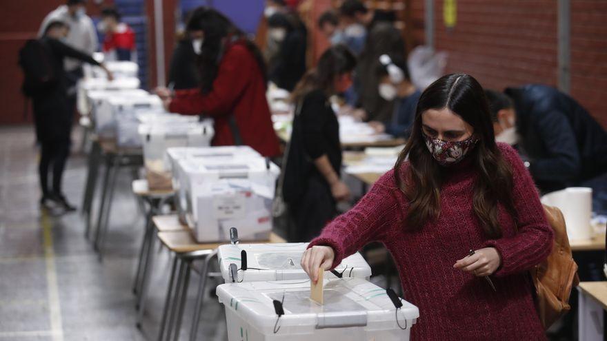Jóvenes, independientes, mujeres e indígenas: así es la asamblea que reescribirá la Constitución chilena