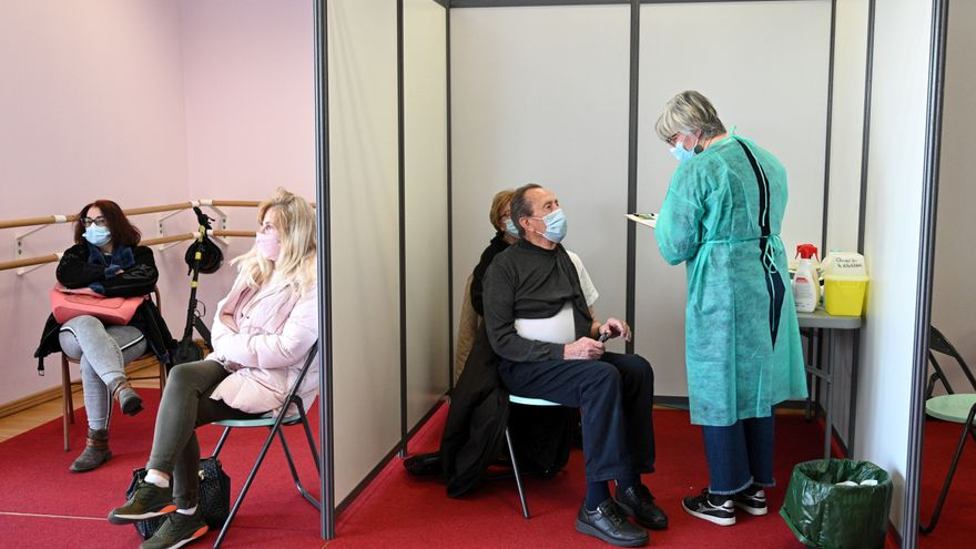 Francia ha impuesto sin queja la combinación de vacunas mientras lucha contra la desconfianza hacia AstraZeneca