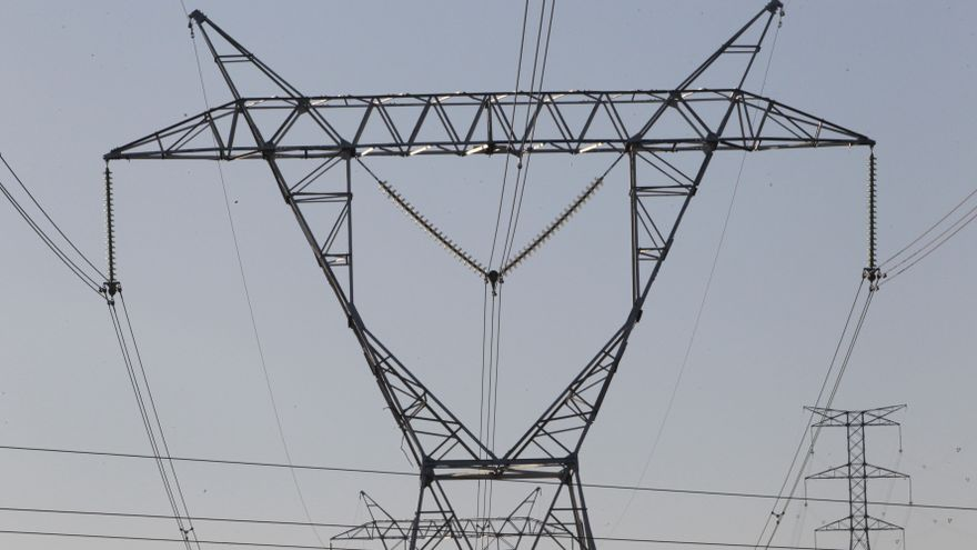 El recibo de la luz se encarece casi un 35%, 21,68 euros más, en la primera quincena de julio, según Facua