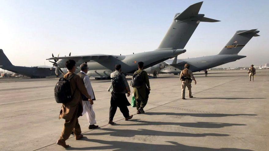 Varias víctimas en una explosión a la entrada del aeropuerto de Kabul en medio de la evacuación