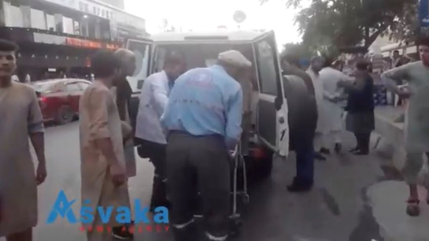 Una masacre terrorista agrava el caos en Afganistán mientras los países aliados apuran la evacuación