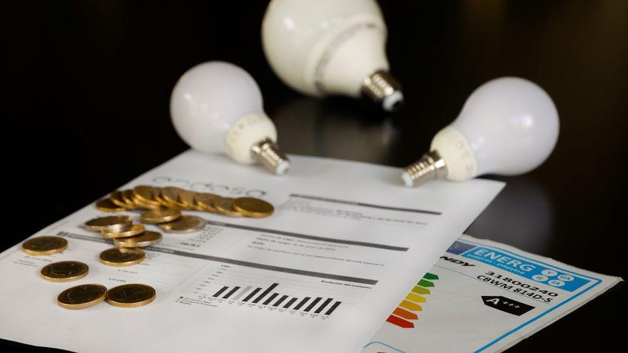 El precio de la luz cae ligeramente pero marca el segundo registro más alto de la historia