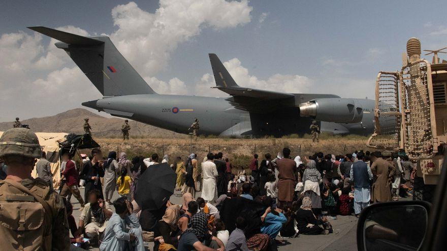 Varios países aconsejan a sus ciudadanos que no acudan al aeropuerto de Kabul por las